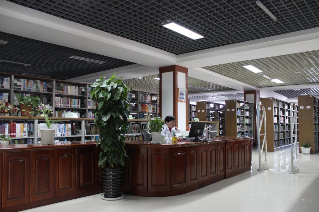 醫學(xue)圖書(shu)借閱室