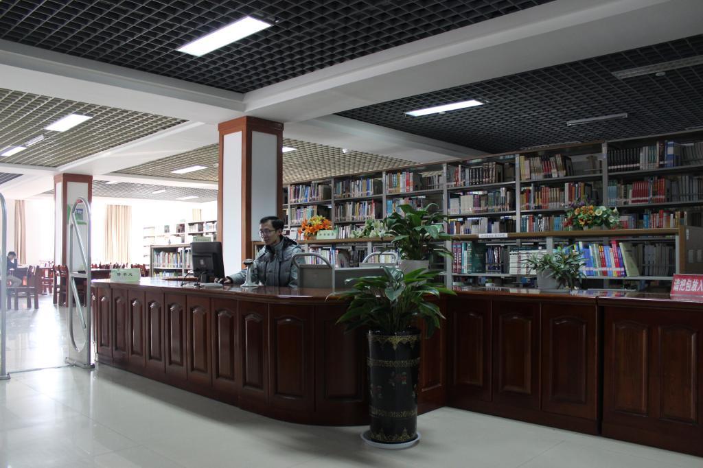外(wai)文與自然(ran)科學(xue)借閱室